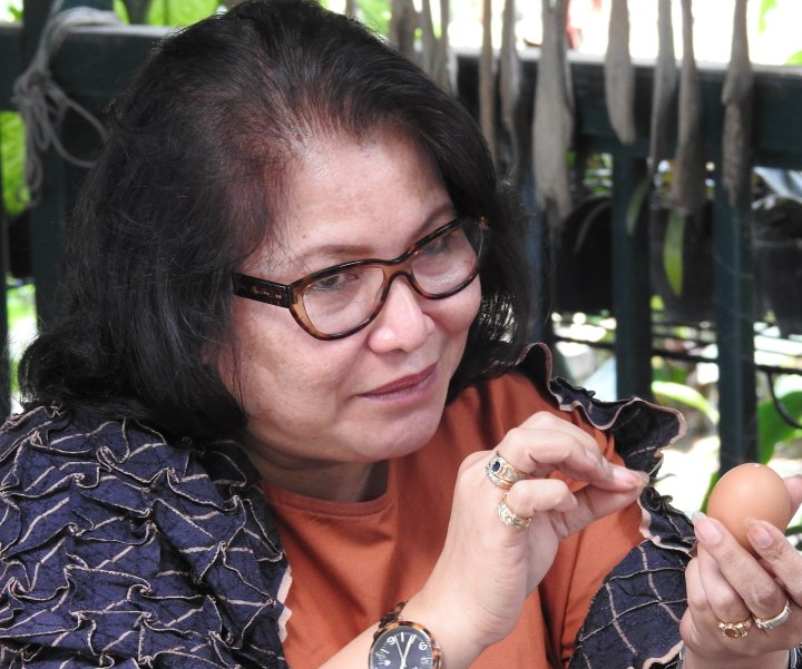 Mba Lita Jonathans, sang empunya La Lita dan seniman cangkang telur Indonesia
